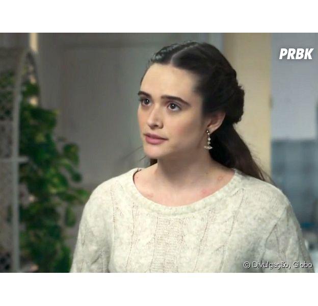 """Em """"O Tempo Não Para"""", Marocas (Juliana Paiva) se irrita com a mãe por causa de Samuca (Nicolas Prattes)"""