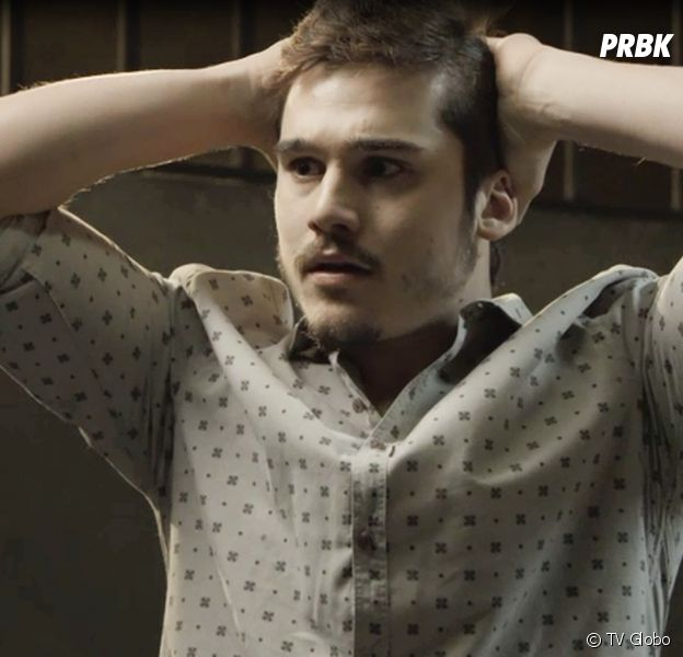 """Samuca (Nicolas Prattes) assume autoria de crime que não cometeu para salvar empresa em """"O Tempo Não Para"""""""