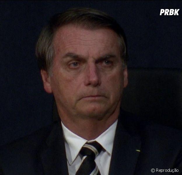 Jair Bolsonaro assina decreto que facilita posse de arma e decisão movimenta a internet