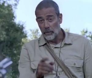 "Em ""The Walking Dead"", na 9ª temporada:Negan (Jeffey Dean Morgan) convenceJudith (Cailey Fleming) a deixá-lo ficar em Alexandria"