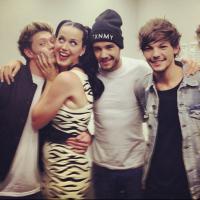"""One Direction e Katy Perry fazem maior bagunça no Japão e sai novo teaser de """"Story of My Life""""!"""