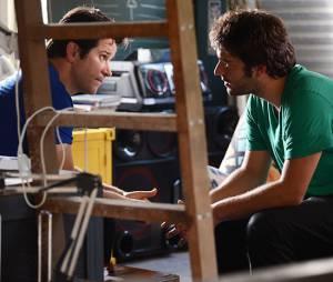 """Davi (Humberto Carrão) ouve a verdade da boca de Jonas (Murilo Benício) em """"Geração Brasil"""""""