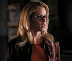 "De ""Arrow"", Emily Bett Rickards, a Felicity, conta que vai deixar a série antes da 8ª e última temporada"