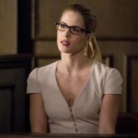 """Parece que a despedida de Felicity em """"Arrow"""" vai fazer todo mundo chorar"""