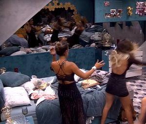 """No """"BBB19"""": Hariany dá empurrão em Paula e público quer vê-la expulsa da casa"""