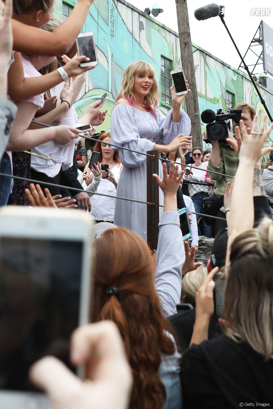 Taylor Swift divulga nova música em encontro com os fãs em Nashville