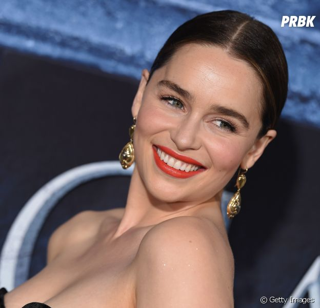 """Emilia Clarke, de """"Game of Thrones"""", fala sobre drama que passou após cirurgias por causa de aneurismas"""