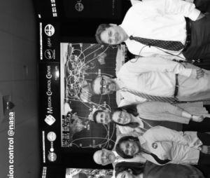 Ariana Grande registra momentos de sua visita à NASA