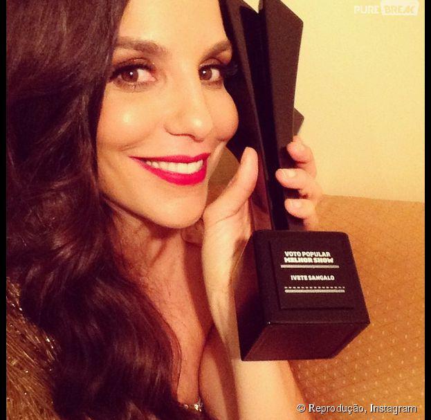 """Ivete Sangalo comemora o prêmio """"Melhor Show"""" da categoria Voto Popular do Prêmio Multishow"""