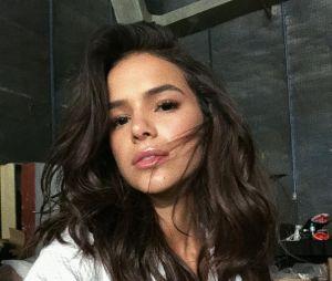 Bruna Marquezine fala sobre amor próprio na hora de usar lingerie