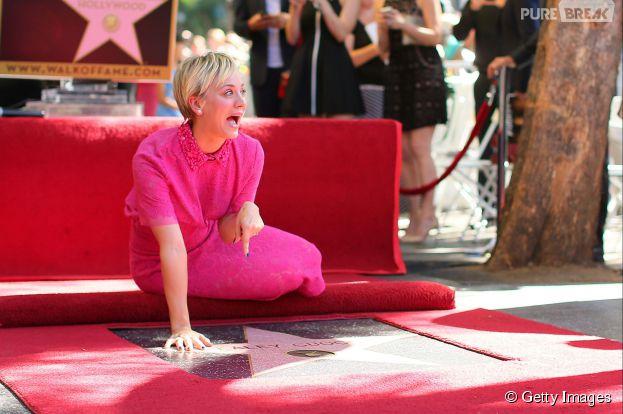 Kaley Cuoco foi honrada com uma estrela na Calçada da Fama de Hollywood