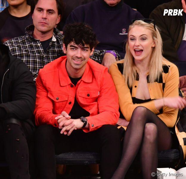 """Joe Jonas quase beijou a dublê de Sophie Turner nos setes de """"Game of Thrones"""""""