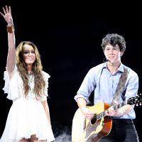 """O documentário dos Jonas Brothers basicamente confirmou que """"Lovebug"""" foi escrita para Miley Cyrus"""