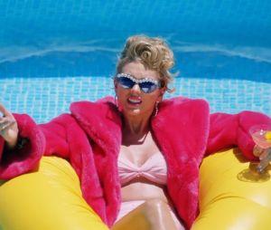 """Taylor Swift trouxe várias representações das divas pop em """"You Need To Calm Down"""""""