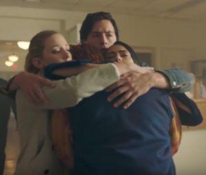 """Equipe e elenco de """"Riverdale"""" ajudaram a família de Luke Perry após morte do ator"""