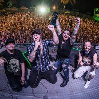 """Banda Malta comemora estreia de """"Alto Astral"""" com vídeo para os fãs!"""