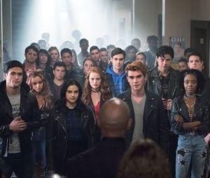 """Elenco de """"Riverdale"""" dedica início das gravações da 4ª temporada ao ator Luke Perry"""