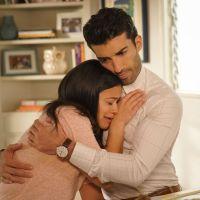 """Jane acha que não é a mãe biológica de Mateo e Rose foge da cadeia em """"Jane the Virgin"""""""