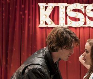 """Joey King tem muitos motivos para comemorar, começando pelo filme de sucesso """"A Barraca do Beijo"""""""