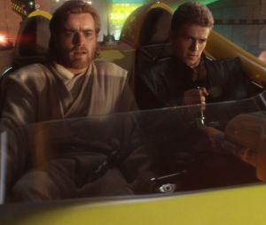 "Em ""Star Wars: Episódio II - Ataque dos Clones"", Anakin Skywalker (Hayden Christensen) e Obi-Wan Kenobi (Ewan McGregor) lutam lado a lado"
