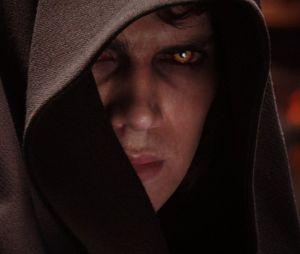 "Em""Star Wars: Episódio III - A Vingança dos Sith"", Anakin Skywalker(Hayden Christensen) se torna Darth Vader"
