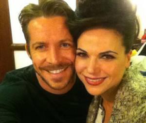 """Robin Hood (Sean Maguire) não consegue esquecer Regina (Lana Parrilla) em """"Once Upon a Time"""""""