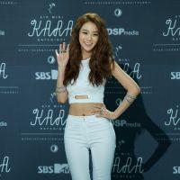 A cantora Seungyeon, do grupo CLC, supostamente foi agredida e a internet está irritadíssima