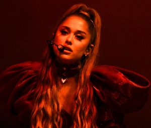 Ariana Grande cancelou encontros com fãs para cuidar da voz e saúde mental