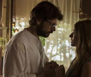 """Em """"La Casa de Papel"""", até onde será que o Professor (Álvaro Morte) vai para salvar Lisboa (Itziar Ituño)?"""