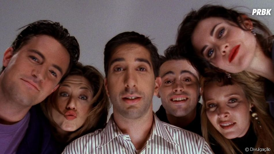 """Veja todo o elenco de """"Friends"""" reunido em foto compartilhada por Jennifer Aniston"""