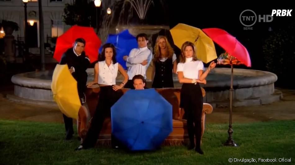"""Veja o elenco de """"Friends"""" juntos na primeira foto publicada por Jennifer Aniston no Instagram"""