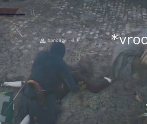 "Um patinete fantasma carrega os NPCs em ""Assassin's Creed Unity"""