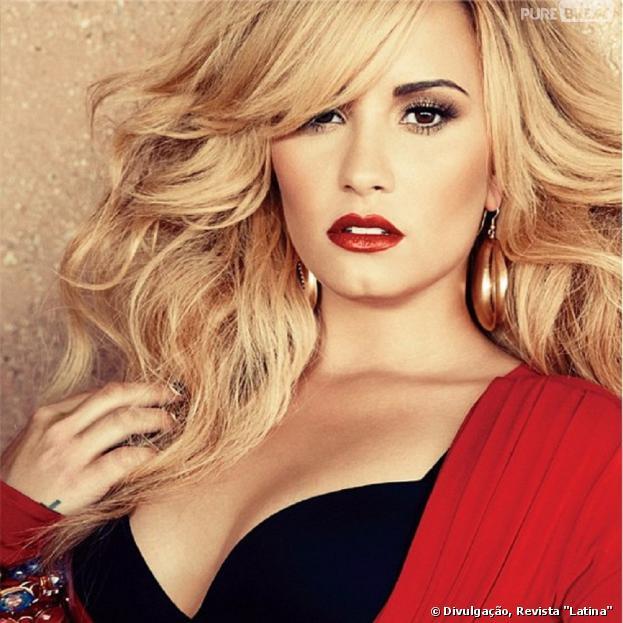 """Demi Lovato revela à revista """"Latina"""" que quer ser mãe mas agora não é o momento: """"O meu coração diz, 'é hora de ter filhos!', mas não é"""""""