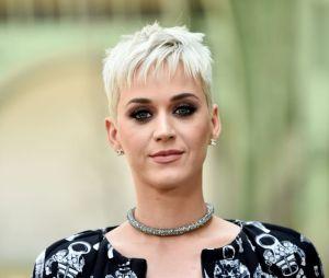 """Katy Perry escondeu a gravidez durante seis meses e revelou a notícia no clipe de """"Never Worn White"""""""