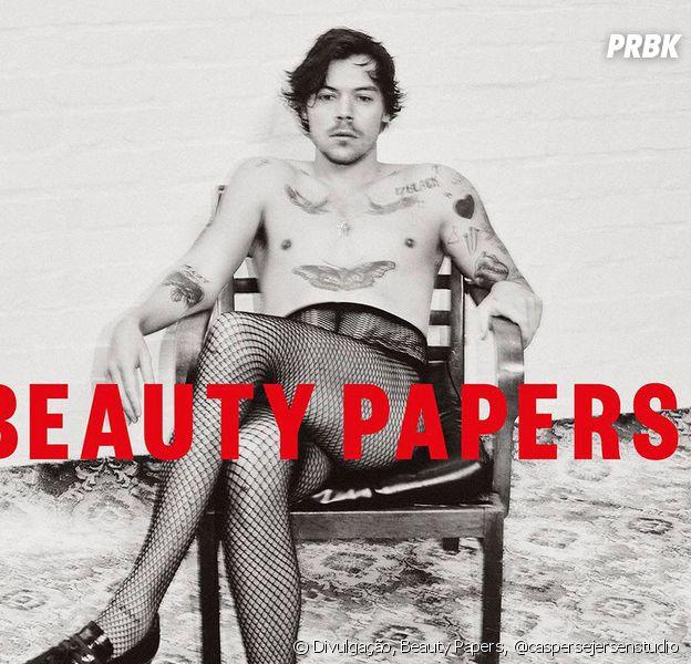 Harry Styles aparece de meia arrastão, salto e maquiagem em capa de revista britânica