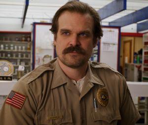 """""""Stranger Things"""": David Harbour avisou que o passado de Hopper será explorado na 4ª temporada"""