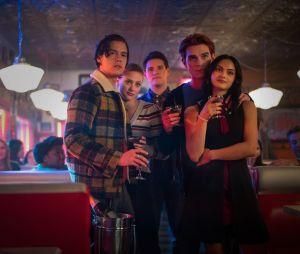 """""""Riverdale"""": Betty (Lili Reinhart) e seus amigos vão se separar na 5ª temporada"""