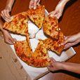 Não tem comida melhor pra uma festinha do que uma pizza com os amigos, não é mesmo?