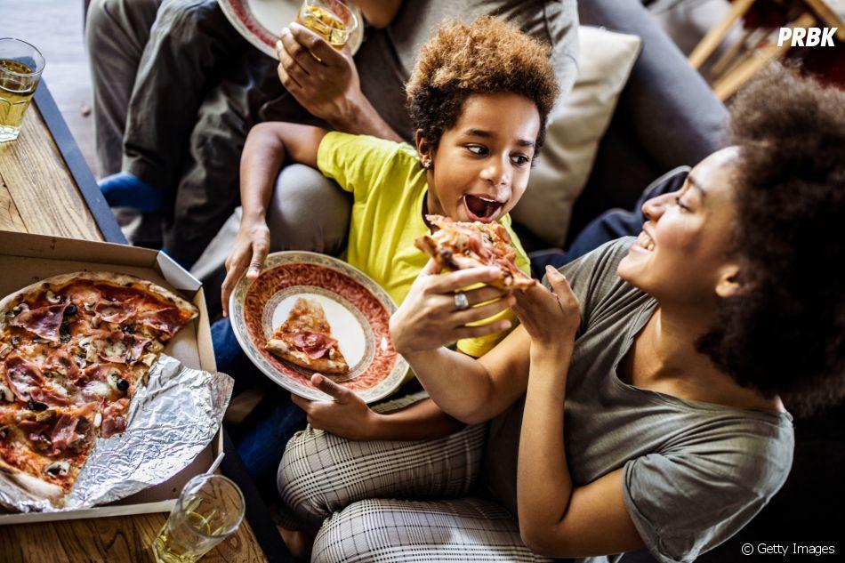 Pizza é uma ótima pedida pra comer em família!