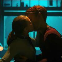 """Primeiro trailer da 5ª temporada de """"Riverdale"""" traz baile de formatura, traição e suspense"""
