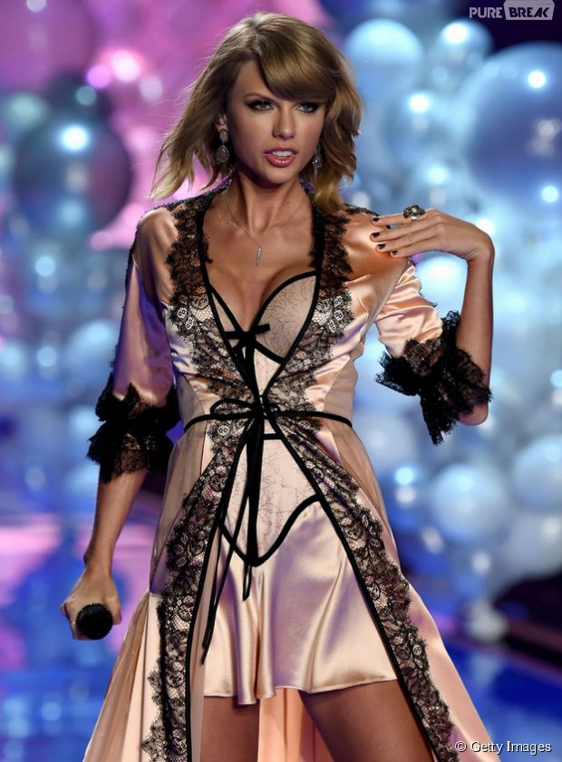 "Taylor Swift canta ""Blank Space"" e ""Style"" no Victoria's Secret Fashion Show"