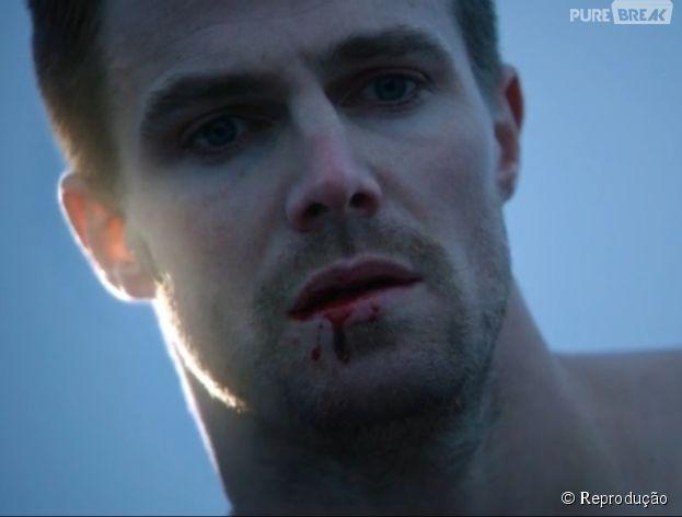 """Oliver (Stephen Amell) foi derrotado no mid-season finale de """"Arrow""""!"""