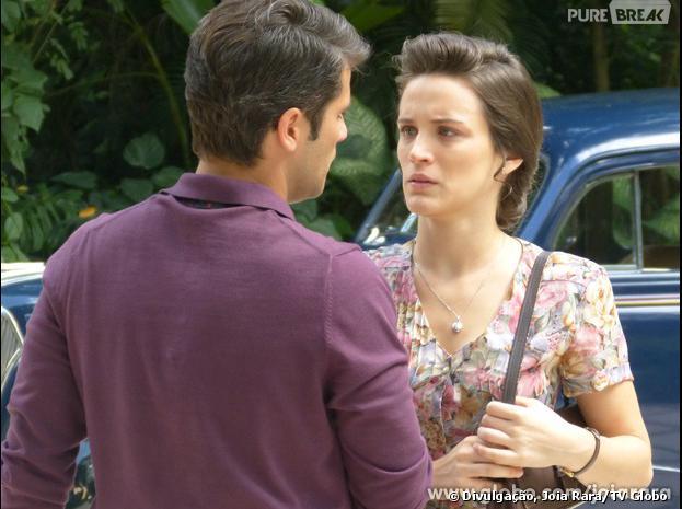 """Amélia (Bianca Bin) não aceitara a ajuda de Franz (Bruno Gagliasso) para pagar a escola de Pérola (Mel Maia) em """"Joia Rara"""""""