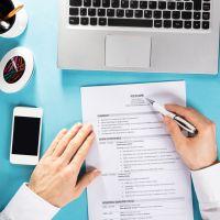 Como fazer um currículo para o primeiro emprego? Respondemos 7 dúvidas para te ajudar