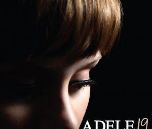 """Primeiro álbum lançado pela cantora Adele, """"19"""", conta dramas e felicidades de um relacionamento amoroso"""