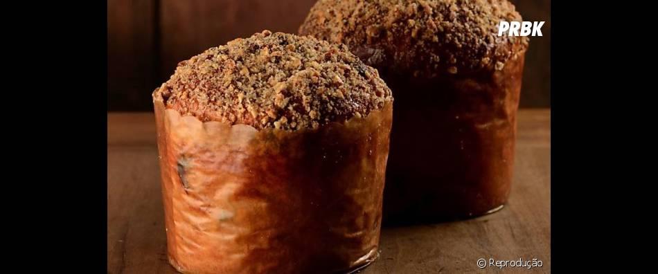Quer amendoim e castanhas? O que você acha de um Panetone com os dois juntos, sendo que um é a cobertura e outro o recheio? Nós amamos!
