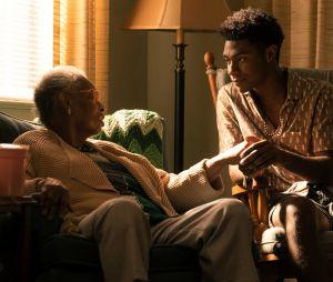 """""""Outer Banks"""": imagens da segunda temporada mostram Pope (Jonathan Daviss) com a avó"""