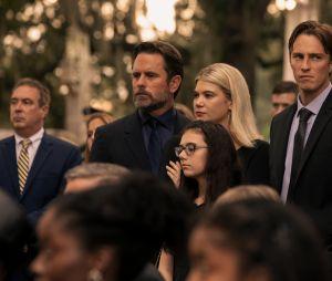 """""""Outer Banks"""": 2ª temporada começará com um velório, de acordo com as novas fotos"""