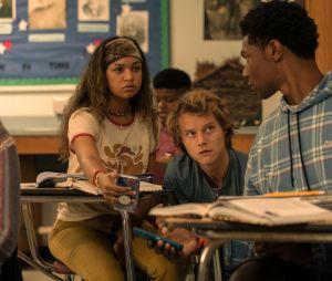 """""""Outer Banks"""": os Pogues aparecem na escola em novas fotos da 2ª temporada"""