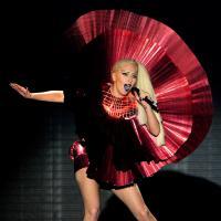 """Lady Gaga fala pela primeira vez sobre rivalidade com Madonna: """"Completamente chocada"""""""